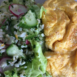 Omelette with green salad